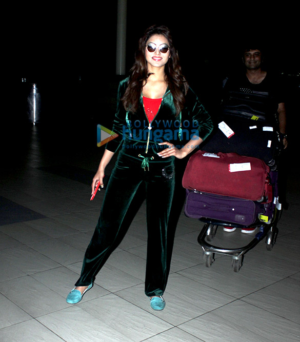 Urvashi Rautela returns from Gujarat after 'Great Grand Masti' shoot