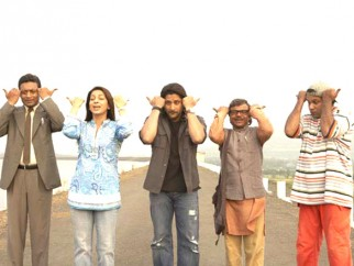 Movie Still From The Film Krazzy 4,Irrfan Khan,Juhi Chawla,Arshad Warsi,Rajpal Yadav,Suresh Menon