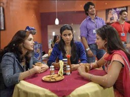 Movie Still From The Film Hello,Eesaha Koppikar,Gul Panag,Amrita Arora,Sharman Joshi,Sohail Khan