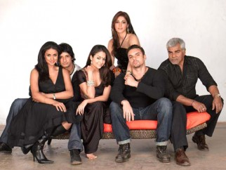 Movie Still From The Film Hello,Gul Panag,Sharman Joshi,Amrita Arora,Eesaha Koppikar,Sohail Khan,Sharat Saxena