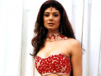 On The Sets Of The Film Talaash The Hunt Begins Featuring Pooja Batra