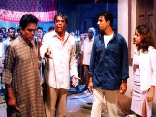 Movie Still From The Film Ek Rishtaa The Bond of Love Featuring Akshay Kumar,Aashish Vidyarthi