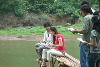 On The Sets Still From The Film Jab We Met Featuring Shahid Kapoor,Kareena Kapoor,Imtiaz Ali