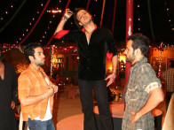 On The Sets Still From The Film Shoot Out At Lokhandwala Featuring Tusshar Kapoor,Vivek Oberoi,Rohit Roy