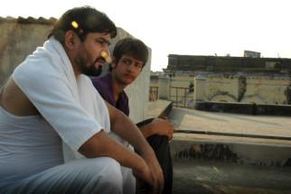 Movie Still From The Film Yeh Khula Aasmaan,Yashpal Sharma,Raj Tandon