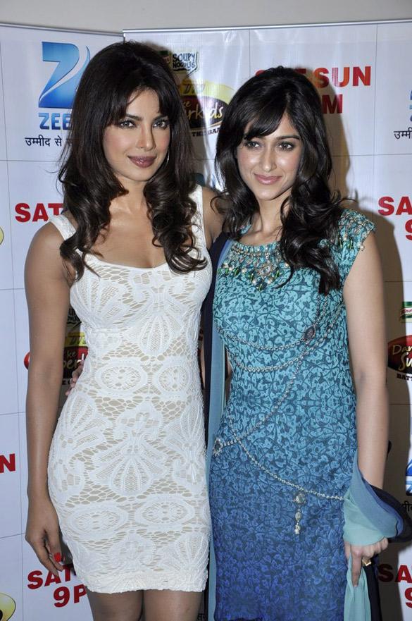 Priyanka & Ileana promote 'Barfi!' on DID sets