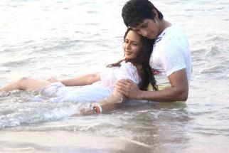 Movie Still From The Film Toh Baat Pakki,Uvika Chaudhary,Sharman Joshi