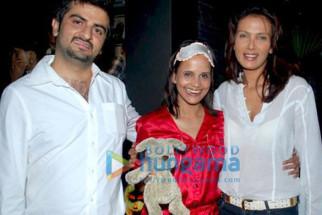 Photo Of Nisha Harale,Viveka Babaji From Imran Khan and Dino Morea at Elbo Room Halloween bash