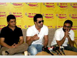 Photo Of Jaideep Sahni,Ranbir Kapoor,Shimit Amin From Ranbir promotes 'Rocket Singh - Salesman Of The Year' on Radio Mirchi