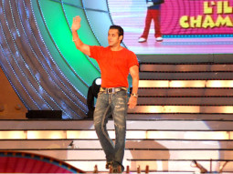 Photo Of Salman Khan From Salman,Ajay and Asin promote London Dreams on Sa Re Ga Ma Pa Li'l Champs' finale