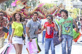 Movie Still From The Film Badmaash Company,Shahid Kapoor,Anushka Sharma,Vir Das,Meiyang Chang