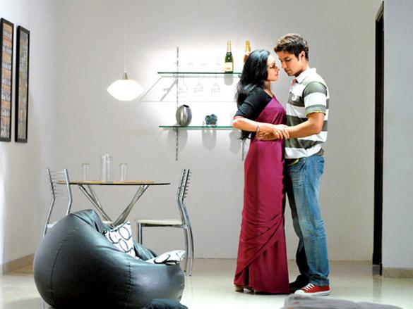 Randeep Hooda,Rituparna Sengupta