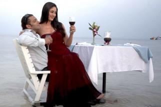 Movie Still From The Film Main Aur Mrs Khanna Featuring Salman Khan,Kareena Kapoor