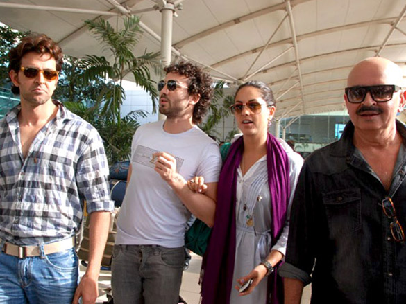 Hrithik, Barbara and Rakesh Roshan arrive after Kites promotion in Kolkata