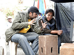 On The Sets Of The Film PEEPLI Live Featuring Omkar Das Manikpuri,Raghuveer Yadav,Malaika Shenoy,Nawazuddin Siddiqui,Shalini Vatsa,Farrukh Jaffer,Vishal O Sharma,Naseruddin Shah,Aamir Bashir