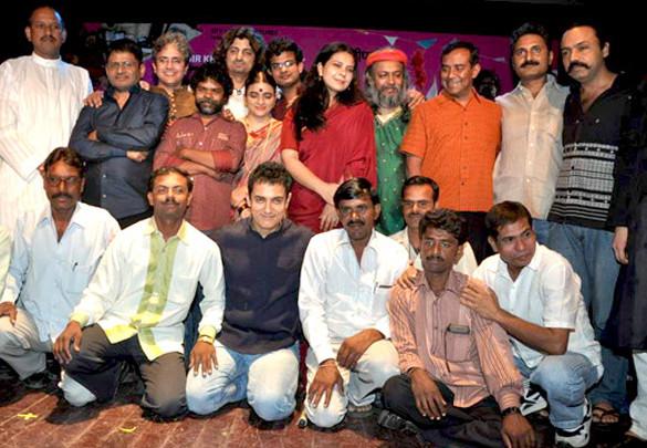 Photo Of Raghuveer Yadav,Omkar Das Manikpuri,Nageen Tanvir,Aamir Khan,Anusha Rizvi,Mahmood Farooqui From The Audio release of PEEPLI [Live]