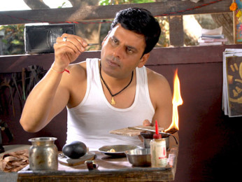 Movie Still From The Film Dus Tola,Manoj Bajpayee