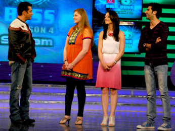 Photo Of Salman Khan,Vidhi Kasliwal,Sandeepa Dhar,Akshay Oberoi From The Cast and crew of Isi Life Mein on Bigg Boss 4