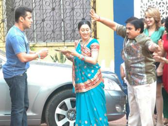 Photo Of Salman Khan,Disha Wakani,Dilip Joshi From The Salman Khan on the sets of 'Taarak Mehta Ka Ooltah Chashmah'