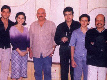 Photo Of Udit Narayan,Hrithik Roshan,Preity Zinta,Rakesh Roshan,Jeetendra,Eshan Roshan,Rajesh Roshan From The Mahurat Of Koi Mil Gaya