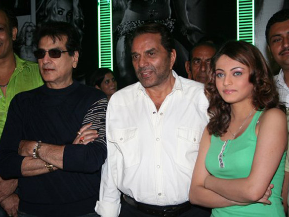 Photo Of Hemant Birje,Jetendra,Dharmendra,Sneha Ullal From The Mahurat Of Kaash Mere Hote