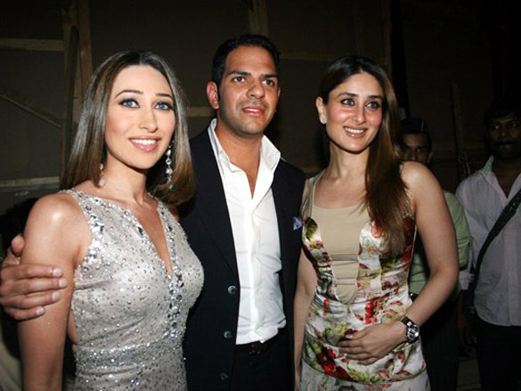 Photo Of Karisma Kapoor,Sanjay Kapur,Kareena Kapoor From The Manish Malhotra Fashion Show