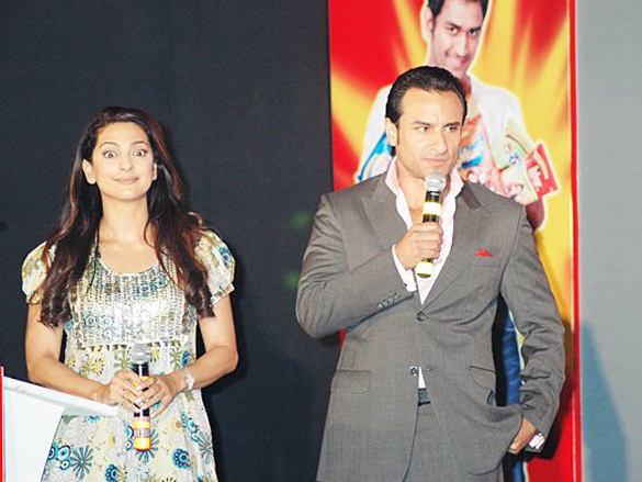 Saif Ali Khan And Juhi Chawla At The Press Conference Of Lays