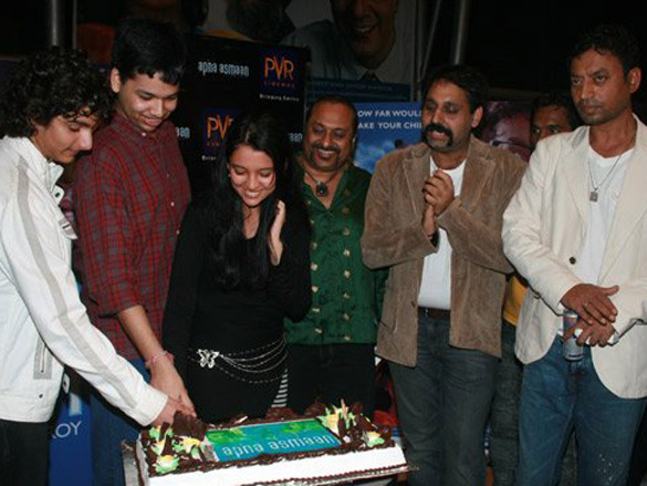 Photo Of Dhruv Piyush Panjnani,Leslie Lewis,Umang Pahwa From The Premiere Of Apna Asmaan