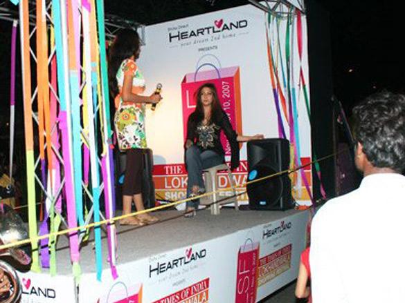 Riya Sen At Lokhandwala Shopping Festival
