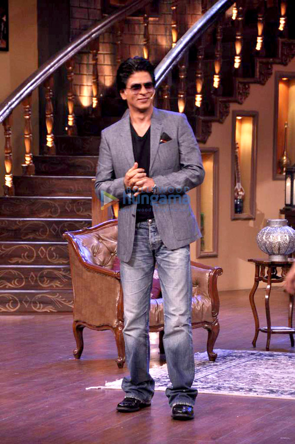 Shahrukh on the sets of Comedy Nights with Kapil