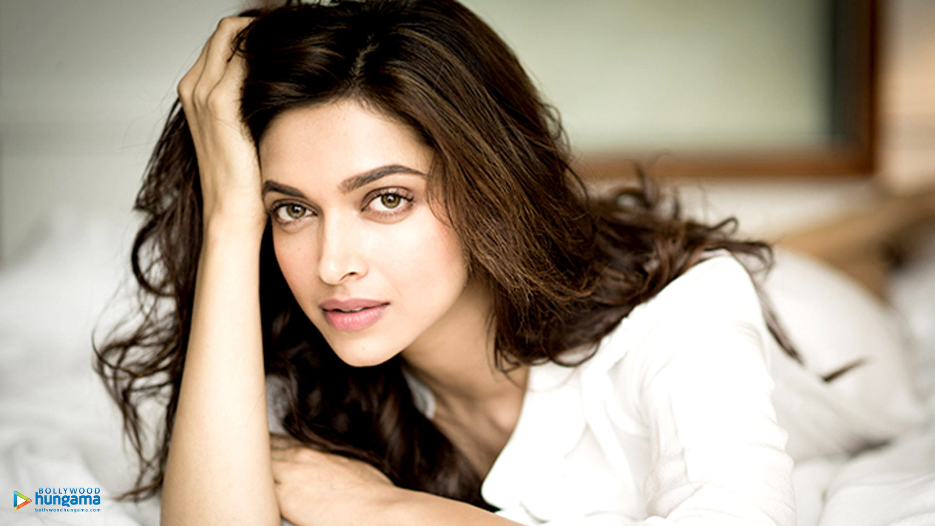 Deepika Padukone Photos Gallary Pictures Images and Wallpaper
