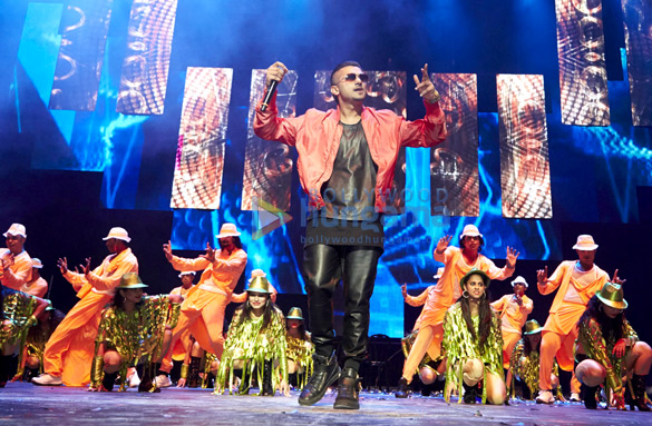 SLAM! The Tour performed at Toyota Center in Houston, TX and Continental Arena in New Jersey