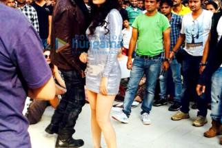 Akshay Kumar, Yuvika Choudhary