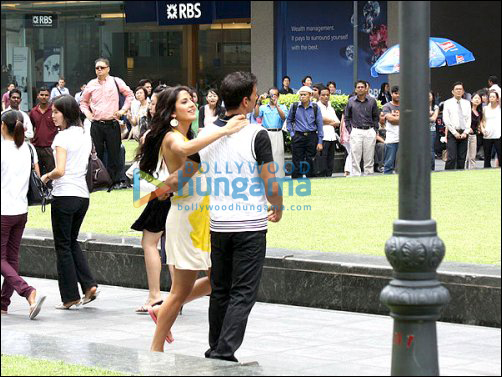 Akshay and Katrina have a blast on the sets of De Dana Dan