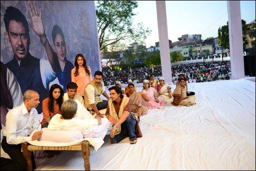 Big B fasts like Anna Hazare in Satyagraha