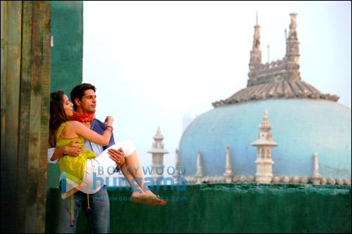 Check out: Sidharth & Shraddha in 'Galliyan' from Ek Villain
