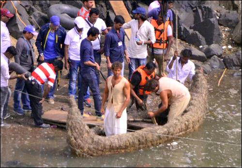 Check out: Hrithik Roshan shoots for Mohenjo Daro in Jabalpur