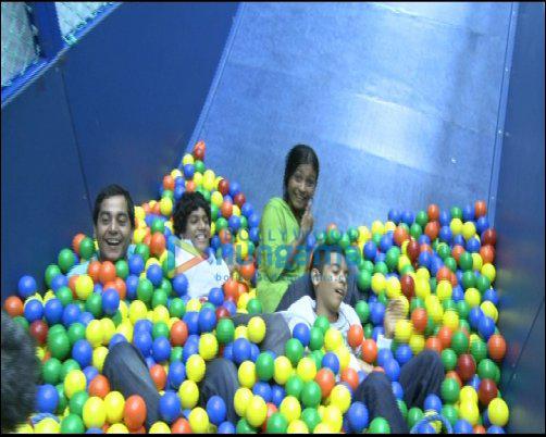 Sonam, Bips, Zayed, Anushka, Slumdog kids have a blast at IIFA 2009