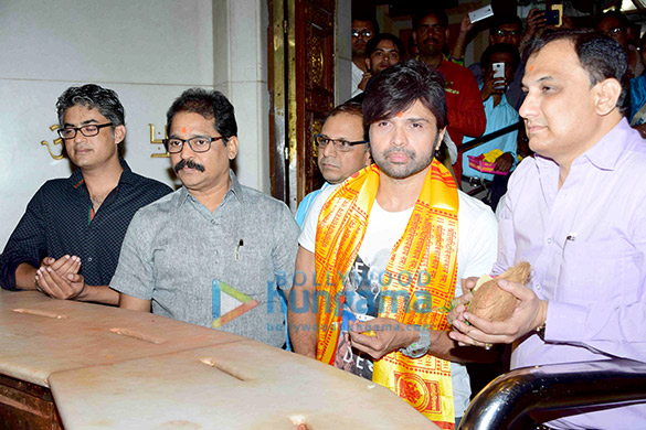 Himesh Reshammiya visits Siddhivinayak Mandir to offer prayers as gratitude for the success of 'Teraa Surroor'