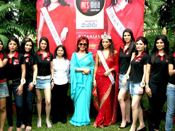 Maureen Wadia unveils Gladrags Mrs India contestants