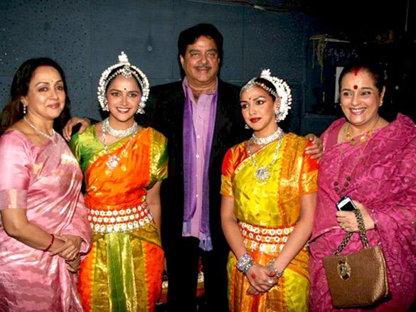 Hema Malini, Esha and Ahana Deol at Jaya Smriti's dance event