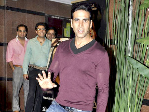 Akshay Kumar, Twinkle and Dimple grace Karva Chauth celebrations