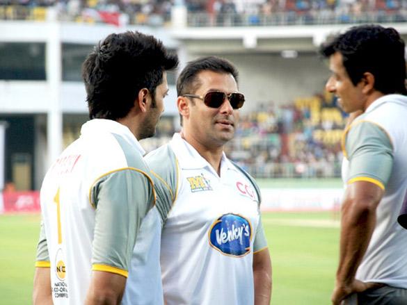 Salman Khan and Genelia Dsouza at CCL Vizag Cricket Match