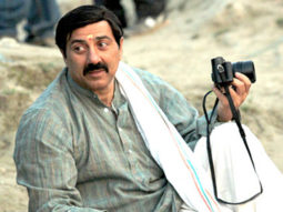 On The Sets Of The Film Mohalla Assi Featuring Sunny Deol,Ravi Kissen,Sakshi Tanwar