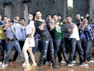 Movie Still From The Film Bin Bulaye Baarati,Priyanka Kothari,Aftab Shivdasani