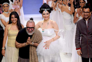 Photo Of Nargis From The Nargis walks the ramp for Eekani at IIJW 2011