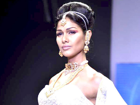 Manish Goel walks the ramp for Monica Kapur at IIJW 2011
