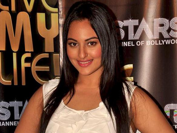 Sonakshi Sinha promotes 'Live My Life' on UTV Stars