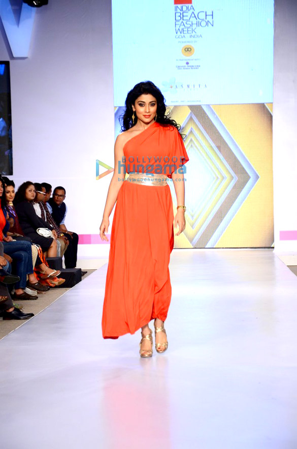 Shriya Saran walks for Asmita Marwah at IBFW 2015