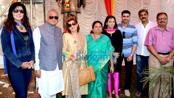 Celebs grace Dada Saheb Phalke's 71st death anniversary